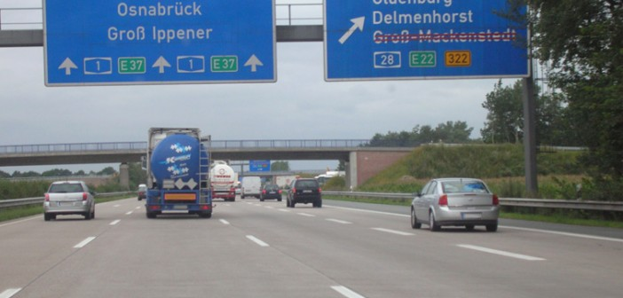 Autobahn_Overhead_Sign